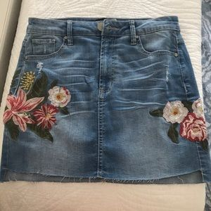 Design Lab embroidered denim skirt size 26